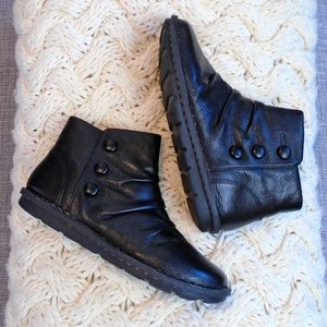 Clarks Janice Verna Black Leather Ankle Boots NWT